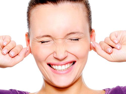 Кчему горят уши: народные приметы подням недели