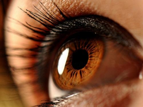 Карие глаза: энергетика, характер ицвета, приносящие удачу