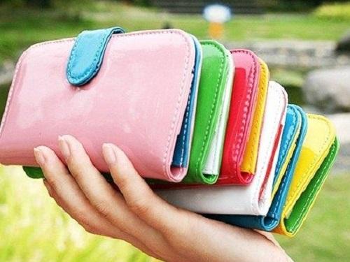 Денежная примета: как выбрать кошелек, чтобы деньги внем непереводились