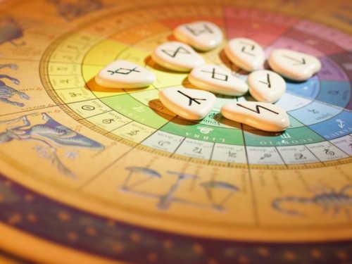 Руническая астрология: какие руны принесут вам удачу поЗнаку Зодиака