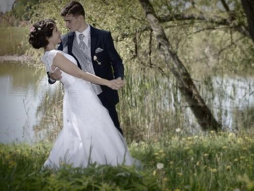 Как выбрать свадебное платье: народные приметы исоветы экстрасенсов