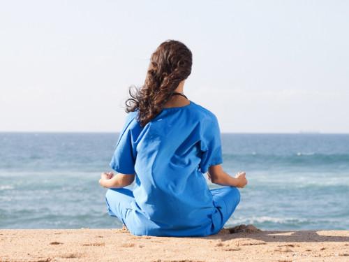 ВОЗ рекомендует медитировать вовремя карантина всамоизоляции