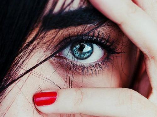 Кчему дергается глаз: народная примета