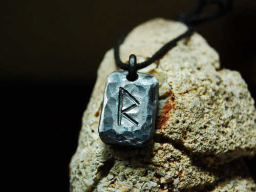 Руна Райдо: сильнейший талисман для тех, кто сбился спути