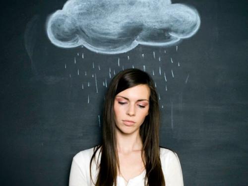 Метеозависимость: 6способов чувствовать себя лучше впериод магнитных бурь иплохой погоды