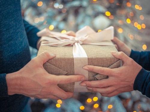 Подарки сплохой энергетикой: какие вещи нестоит дарить близким