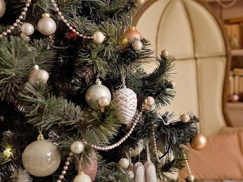 Как нарядить елку, чтобы привлечь удачу, деньги илюбовь в2021 году