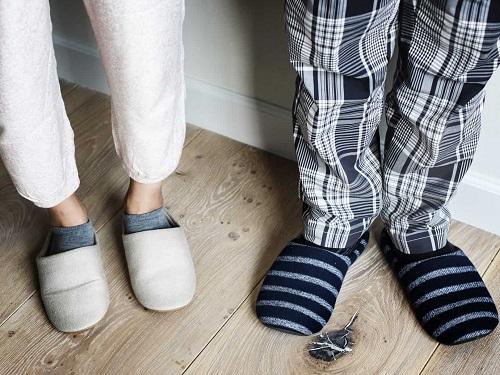 Почему нельзя дарить носки итапочки: народные приметы