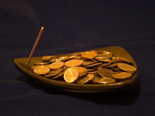 Денежный обряд «Кладешь рубль— берешь тысячу»: как проложить себе путь кбогатству