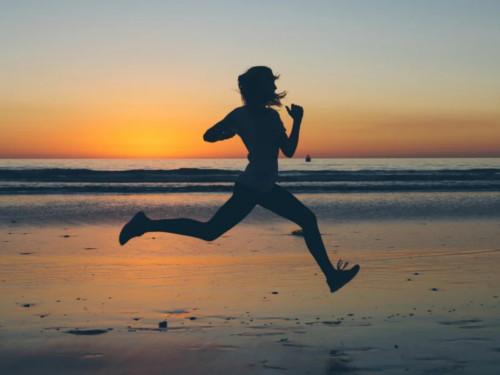 Почему полезно бегать: как бег заряжает оптимизмом иповышает энергетику
