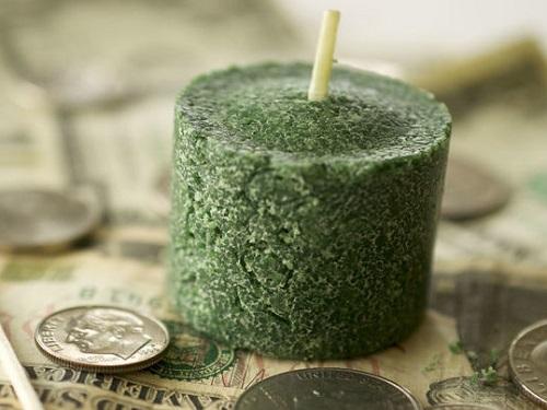 Самый эффективный денежный ритуал сосвечой